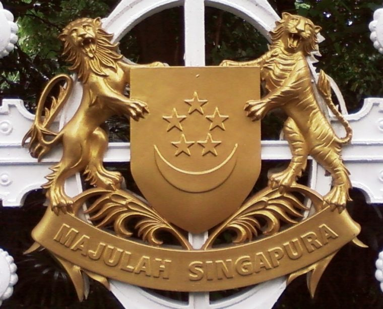 Golden_coat_of_arms_of_Singapore_(cropped)_-_20081001