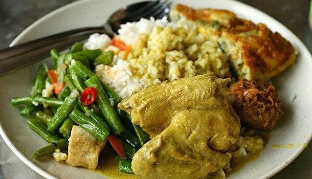Order your nasi padang in Malay and get free food. Source.