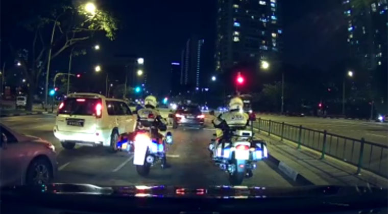 In Front Of 2 Traffic Police Driver Beats Red Light