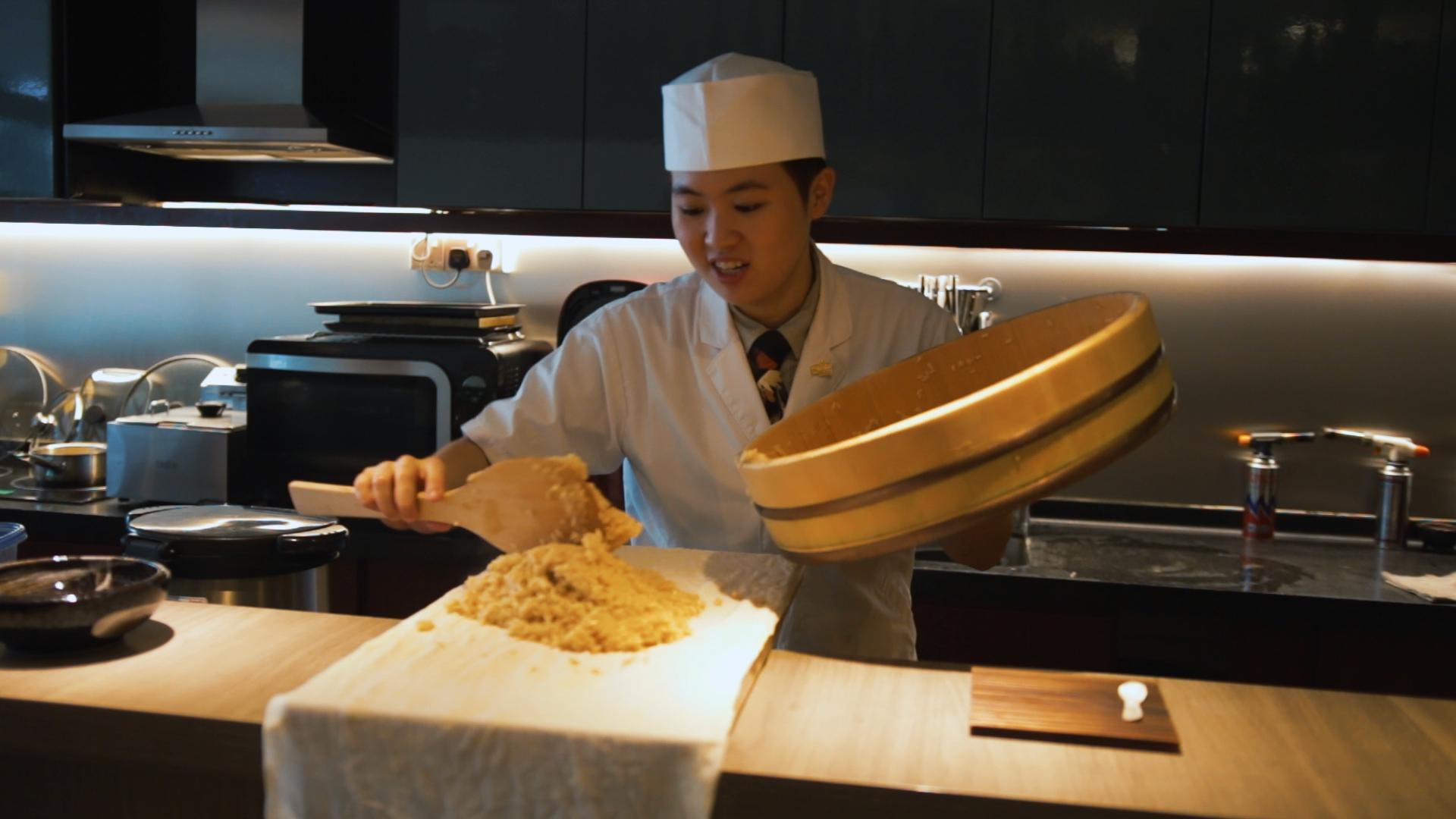 Sushi Chef Aeron Choo sushi rice wooden tub