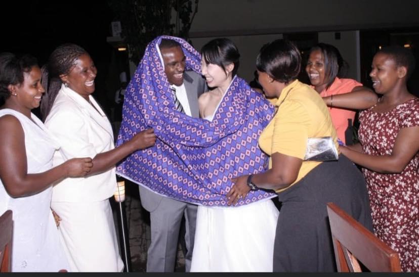 Bertemu suami saat sedang dalam perjalanan 'mengajar' di Afrika