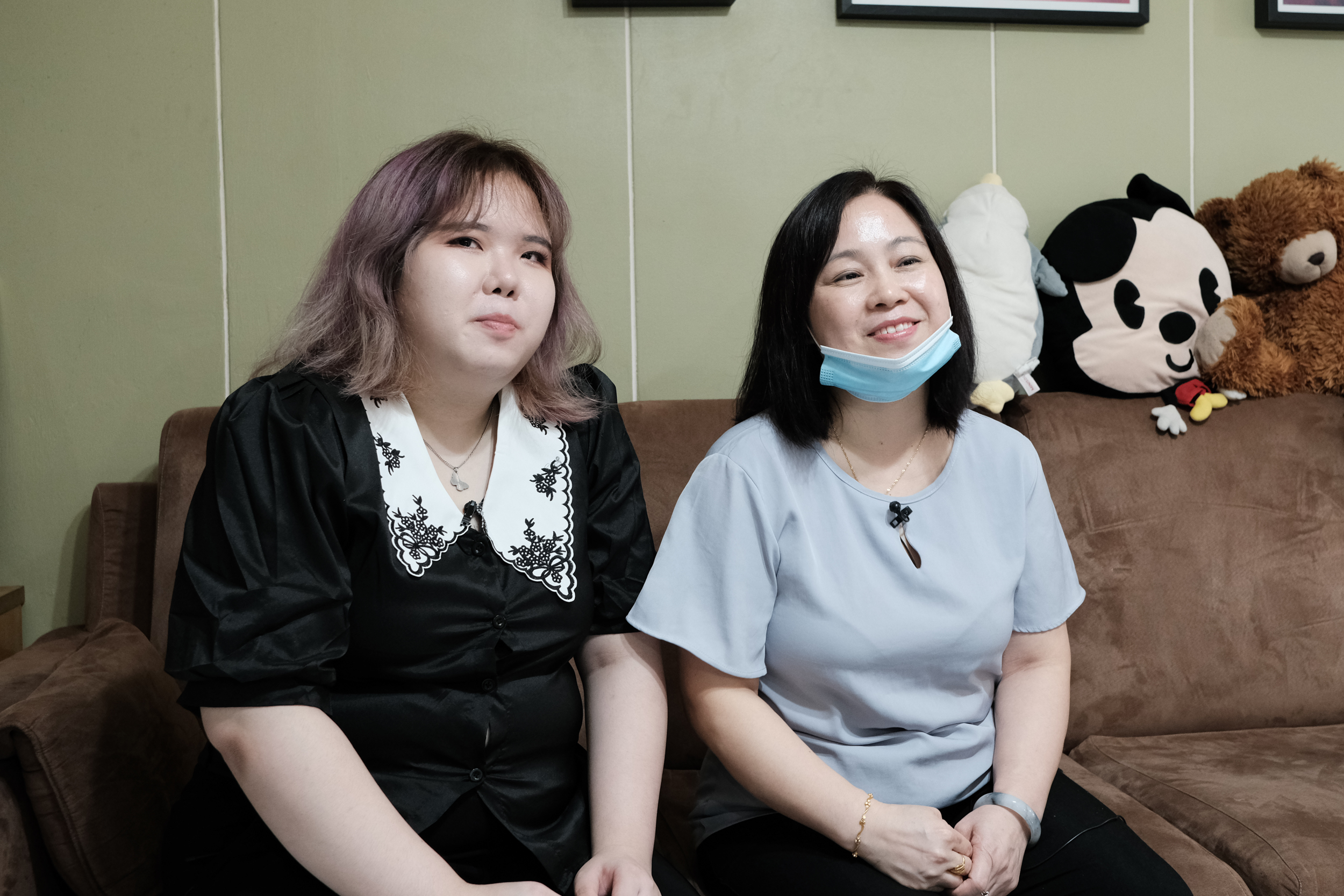 Image of Ng Kwok Ching and her mother