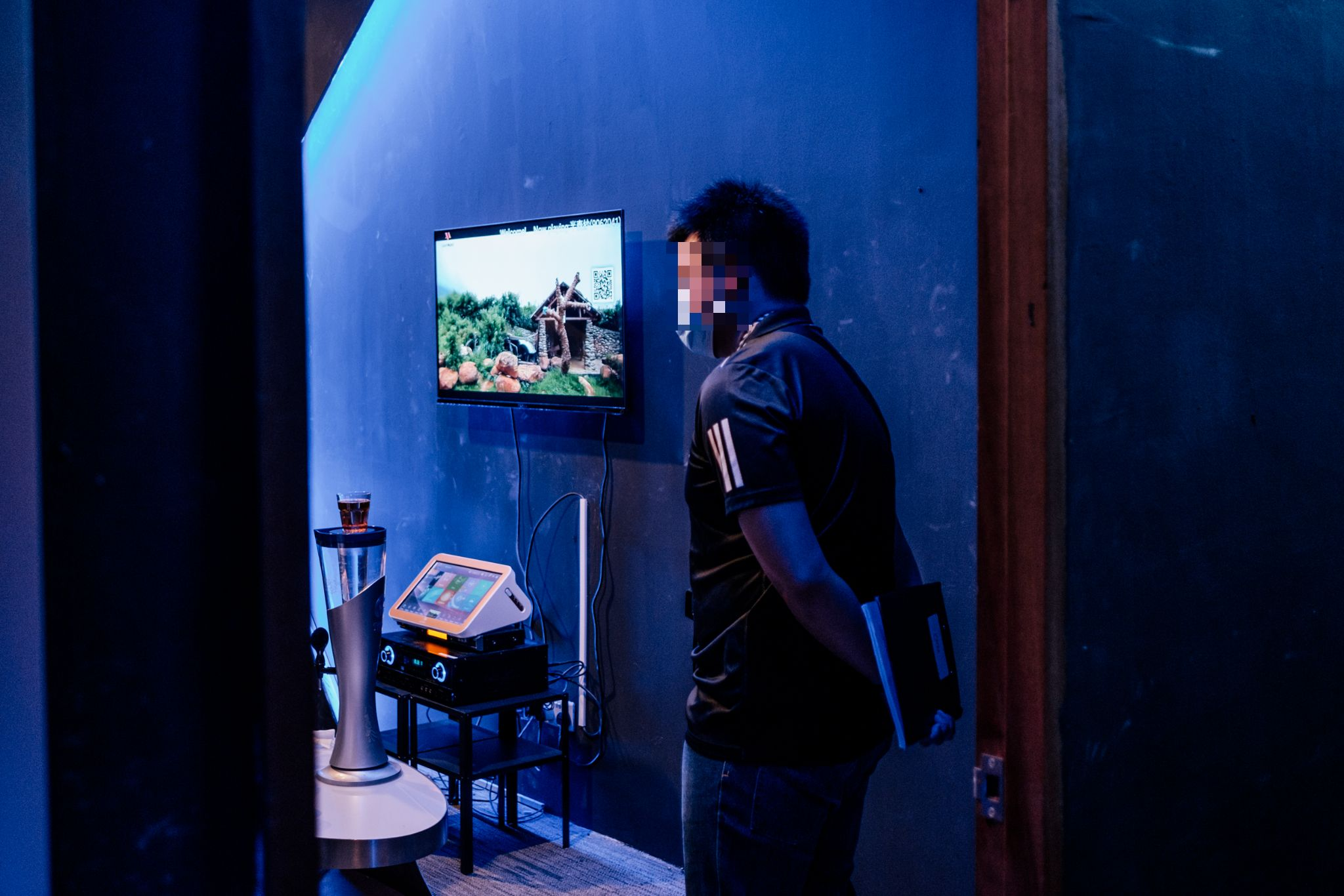Image of a police officer standing watch in the rooms