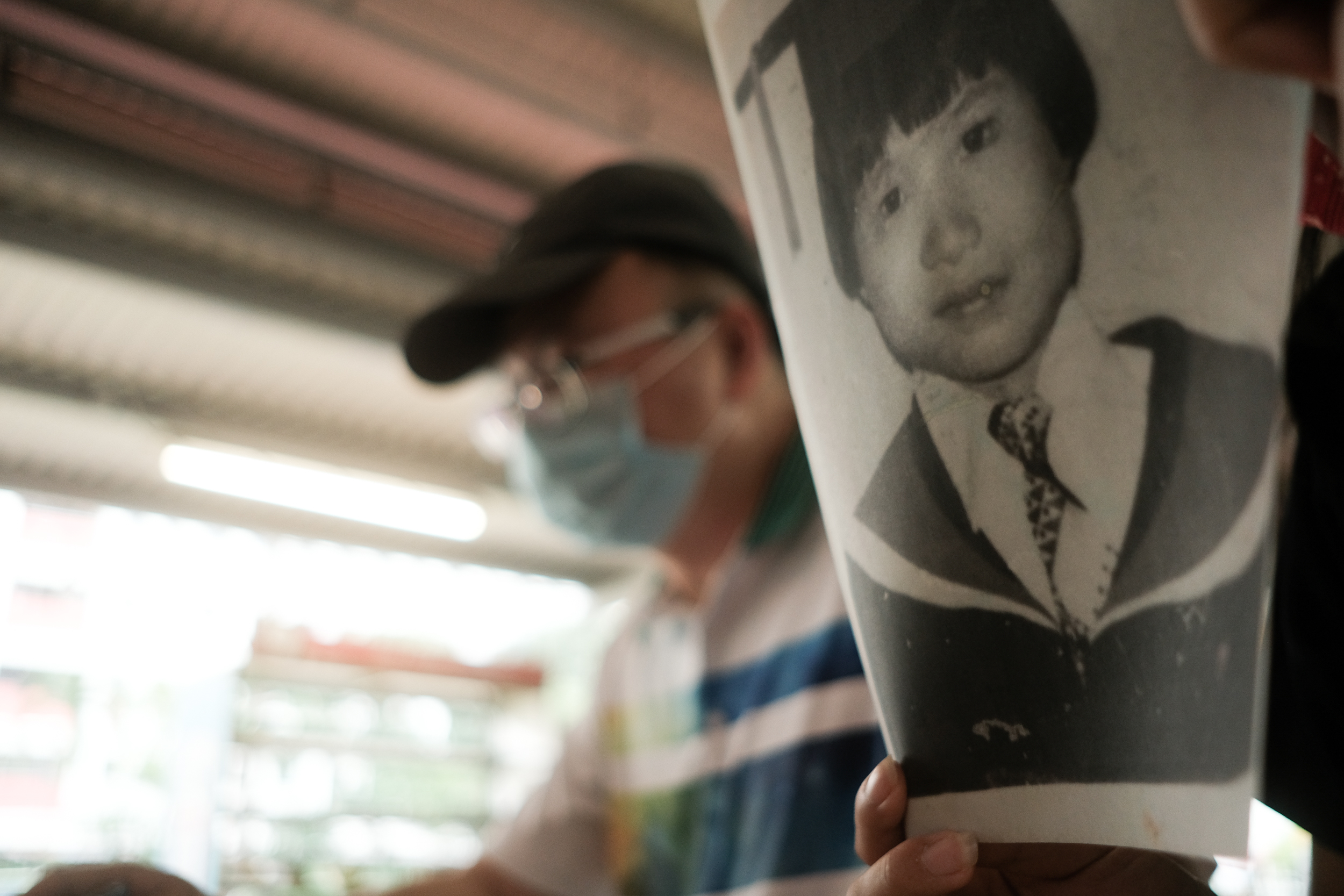 Image of Goh Leng Hai next to a picture of his sister
